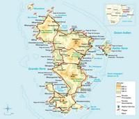 Carte de Mayotte avec l'altitude, les routes, les plages, les stations services et les récifs