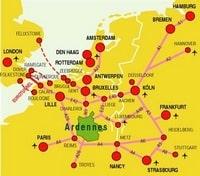 Carte avec les différents moyens d'accès à Amsterdam, avec les autoroutes, les aéroports
