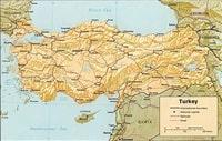 Carte de la Turquie avec les routes, les chemins de fer et l'échelle en km et en miles